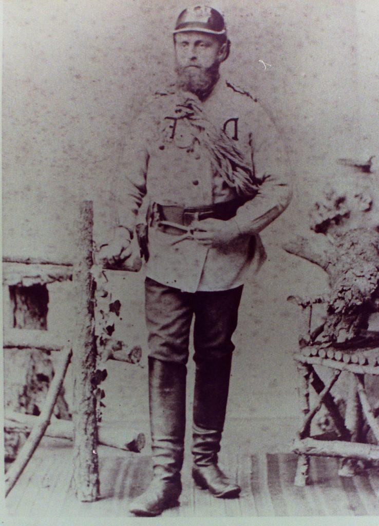 Mitbegründer der Wehr Arnold Schmitz (1850 – 1913) in der historischen Uniform