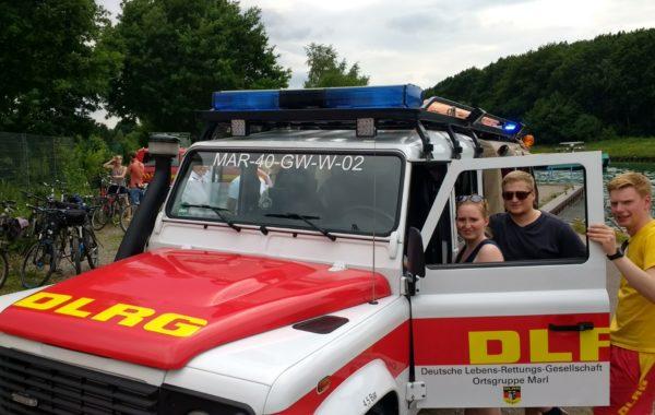 Fahrzeugweihe des neuen Wasserrettungswagens bei der DLRG