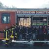 Begeisterte Kinder am Gerätehaus des Löschzugs Altstadt