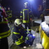 Person unter Stahlboot: Übungsabend bei der Firma Fernmeldebau Baumann